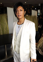 Gackt's hair is cut with asymmetric layers which are longer on the right side of his face.