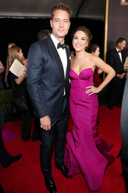 Chrishell Stause got majorly glam in a strapless fuchsia mermaid gown for the 2017 Emmys.