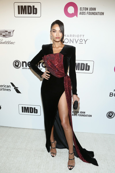Shanina Shaik channeled some '80s glamour in a bold-shouldered black gown with a red chainmail accent at the Elton John AIDS Foundation Oscar-viewing party.