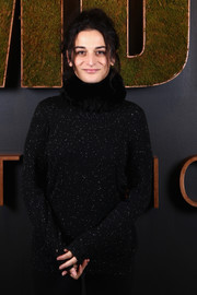 Jenny Slate looked toasty wearing this black fur scarf at the 2017 Sundance Film Festival.