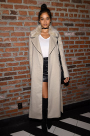 Shanina Shaik arrived for the Sports Illustrated Swimsuit 2016 celebration wearing a taupe fur-collar wool coat.