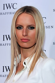 Karolina Kurkova attended the IWC flagship boutique opening with her eyes made up with cool smoky shades or gray shadows and black liner.