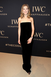 Rosamund Pike was all about understated elegance in a strapless black velvet gown at the IWC Schaffhausen 'Decoding the Beauty of Time' gala.