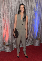 Lisa Ling topped off her ensemble with a black leather clutch.