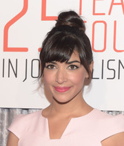Hannah Simone swiped on some pink lipstick to match her outfit.
