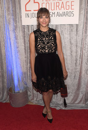 Rashida Jones complemented her dress with black Jimmy Choo pumps with green ankle straps.