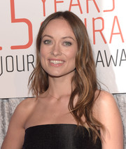 Olivia Wilde stuck to her signature long center-parted waves when she attended the IWMF Courage in Journalism Awards.