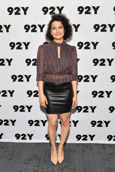 Ilana Glazer Mini Skirt [clothing,shoulder,fashion,joint,dress,footwear,cocktail dress,street fashion,style,shoe,abbi jacobson,whoopi goldberg,ilana glazer,ilana glazer in conversation with,conversation,new york city,92nd street y]