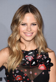 Halston Sage showed off a sweet boho 'do at the InStyle Awards.