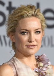 Kate Hudson looked regal wearing this loose chignon at the InStyle Awards.
