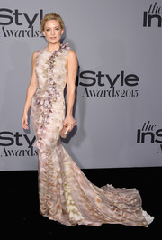 Kate Hudson left us breathless and weak in the knees with this gorgeous Giles mermaid gown, featuring a subtle print and a cascade of flower appliques down the front, during the InStyle Awards.