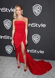 Kristin Cavallari matched her dress with a  pair of Christian Louboutin pumps.