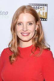 Jessica Chastain opted for a simple center-parted wavy hairstyle when she attended the Los Angeles Online Film Critics Society Awards.