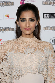 Sonam Kapoor opted for a sweet and demure half-up 'do when she attended the Indian Film Festival of Melbourne Awards.