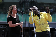 Kelly Clarkson preformed with Seal at the Indianapolis 500 wearing  a pewter two-toned Appolon statement ring.