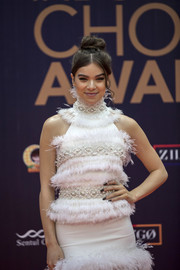 Hailee Steinfeld's black nail polish added a goth touch to her glamorous look during the 2018 Indonesian Music Awards.