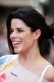Neve Campbell wore a messy updo to the UK premiere of 'Inglourious Basterds.'