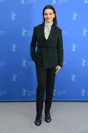 Juliette Binoche went androgynous in a dark green pantsuit for the international jury photocall during Berlinale.