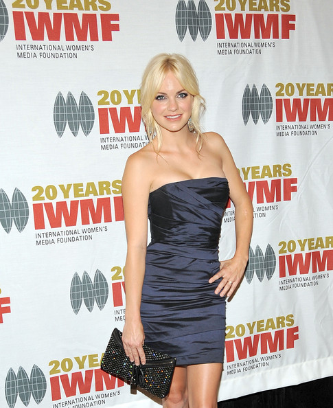 Anna Faris added some major bling to her look with a sparkling gemstone inlaid clutch.