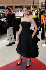 Felicity Jones' black pointy pumps and strapless dress at the premiere of 'The Invisible Woman' were a super lovely pairing.