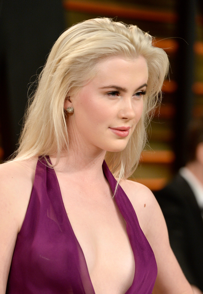 Ireland Baldwin Long Straight Cut Ireland Baldwin Looks