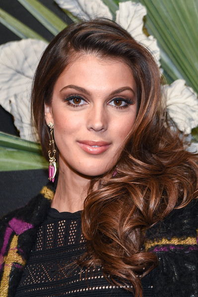 Iris Mittenaere Side Sweep [hair,face,eyebrow,hairstyle,beauty,long hair,brown hair,lip,chin,layered hair,img host,miss universe 2016 iris mittenaere,new york city,elle,e,kick-off event,new york fashion week]