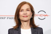 Isabelle Huppert kept it casual with this flippy hairstyle while attending a photocall during the 2018 Rome Film Fest.