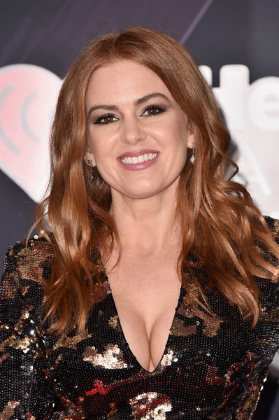 Isla Fisher Long Wavy Cut [hair,beauty,human hair color,fashion model,hairstyle,blond,eyebrow,long hair,chin,smile,arrivals,isla fisher,iheartradio music awards,inglewood,california,tbs,tnt,trutv,the forum]