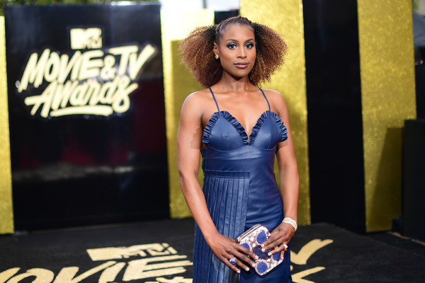Issa Rae Printed Clutch [red carpet,movie,blue,clothing,cobalt blue,fashion,beauty,yellow,dress,model,electric blue,photo shoot,issa rae,tv awards,california,los angeles,the shrine auditorium,mtv]