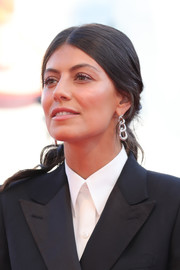 Alessandra Mastronardi wore her hair in a loose, low ponytail at the Venice Film Festival screening of 'J'Accuse.'