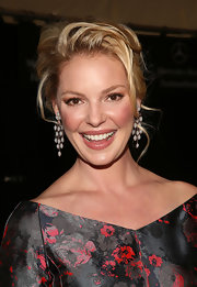 Katherine Heigl's blonde locks fell gently out of her messy updo in a flattering and face-framing manner at the J. Mendel runway show.