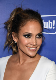 For her beauty look, Jennifer Lopez got majorly goth with this super-smoky eye.