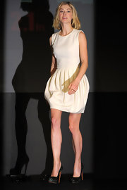 Rosamund wore a simple ivory dress with a pleated bubble hem for the 'Jack Reacher' press conference.