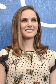 Natalie Portman wore her hair in a casual side-parted style with wavy ends at the Venice Film Festival photocall for 'Jackie.'
