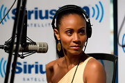 Actress Jada Pinkett Smith visited the SiriusXM studio wearing an 18-karat gold polished Rock Candy drop earrings in brown shell.