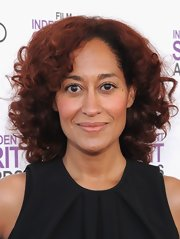 Tracee Ellis Ross wore her hair in medium length curls at the Film Independent Spirit Awards.