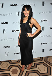 Zoe goes minimalist at the 'Jane Eyre' premiere in a silk black evening gown and nude pumps.