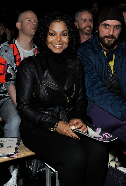 Janet Jackson Medium Curls