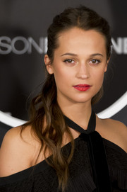 Alicia Vikander swept her hair back into a messy ponytail for the 'Jason Bourne' photocall in Spain.