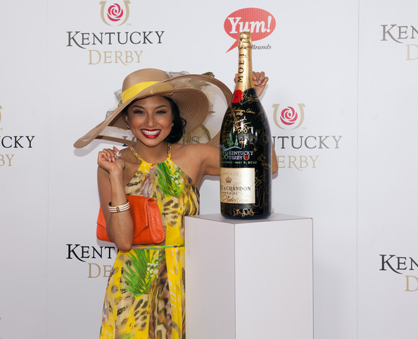 Jeannie Mai Straw Hat [sign for the roses,liqueur,drink,product,yellow,distilled beverage,bottle,alcoholic beverage,wine bottle,wine,champagne,bottle,celebrity,red carpet,churchill downs,moet chandon,on the red carpet,brand,red carpet,kentucky derby]
