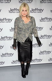 Cyndi Lauper topped off her rock 'n' roll style with this black leather skirt.