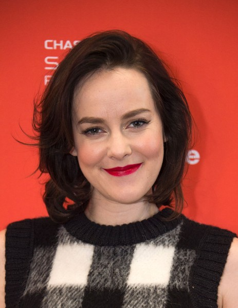Jena Malone Bob [lovesong premiere - arrivals,hair,face,lip,hairstyle,eyebrow,red,beauty,chin,premiere,smile,jena malone,valerie macon,park city,utah,afp,sundance film festival,lovesong premiere]