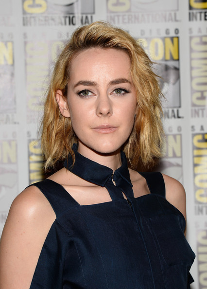 Jena Malone Short Wavy Cut [the hunger games: catching fire,i frankenstein press,hair,beauty,blond,human hair color,hairstyle,fashion model,long hair,shoulder,fashion,brown hair,jena malone,comic-con international,line,hilton bayfront,san diego,california,lionsgate,comic-con international 2013]