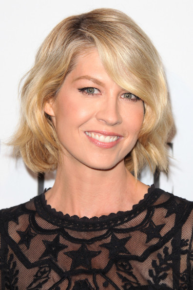 Jenna Elfman Short Wavy Cut [hair,face,hairstyle,blond,eyebrow,chin,layered hair,shoulder,lip,bangs,jenna elfman,hearts on fire diamonds,wella professionals,arrivals,west hollywood,california,soho house,elle,elle women in television celebration,women in television celebration]