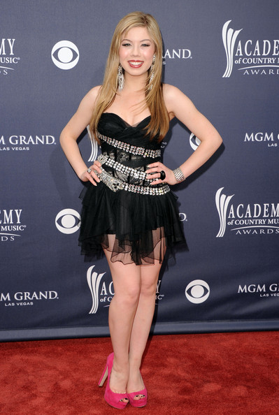 Jennette McCurdy Platform Pumps [clothing,dress,cocktail dress,shoulder,little black dress,carpet,hairstyle,fashion model,fashion,premiere,arrivals,jennette mccurdy,academy of country music awards,red carpet,nevada,las vegas,mgm grand garden arena]