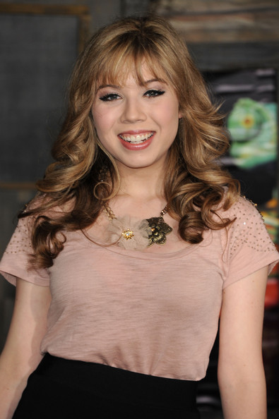 Jennette McCurdy Long Curls with Bangs [rango,hair,face,hairstyle,beauty,lady,blond,long hair,lip,brown hair,fashion,arrivals,jennette mccurdy,california,los angeles,regency village theater,paramount pictures,premiere,premiere]