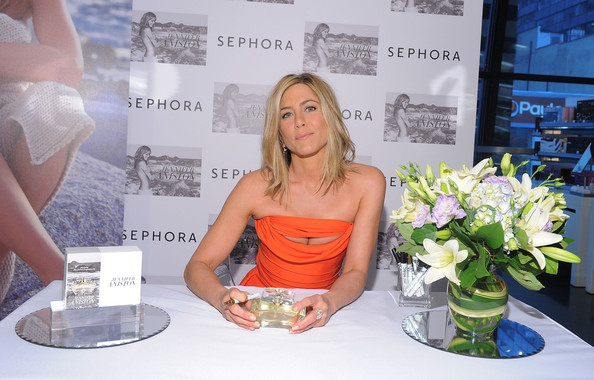 More Pics of Jennifer Aniston Diamond Ring (1 of 18) - Diamond Ring Lookbook - StyleBistro