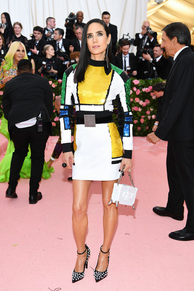 Jennifer Connelly Box Clutch [fashion,clothing,yellow,event,dress,flooring,haute couture,carpet,premiere,fashion model,fashion - arrivals,jennifer connelly,notes,fashion,new york city,metropolitan museum of art,met gala celebrating camp,jennifer connelly,kim kardashian,red carpet,2019 met gala,the metropolitan museum of art,fashion,celebrity,tv personality,camp]