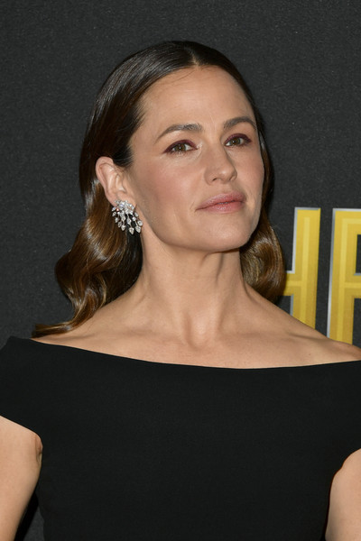 Jennifer Garner Diamond Chandelier Earrings [hair,face,hairstyle,shoulder,chin,beauty,eyebrow,neck,cheek,lip,the beverly hilton hotel,beverly hills,california,annual hollywood film awards - arrivals,jennifer garner]