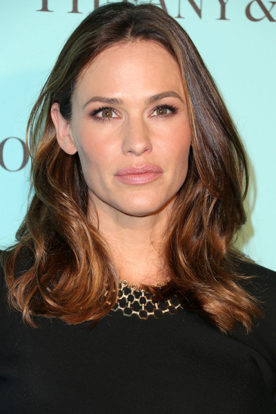 Jennifer Garner Pink Lipstick [hair,eyebrow,beauty,human hair color,hairstyle,chin,blond,layered hair,long hair,fashion model,jennifer garner,beverly hills,store,renovated beverly hills store,california,tiffany and co,tiffinay co,unveiling]